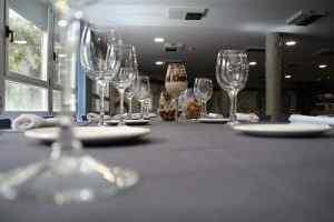 restaurante alcazarén mesa