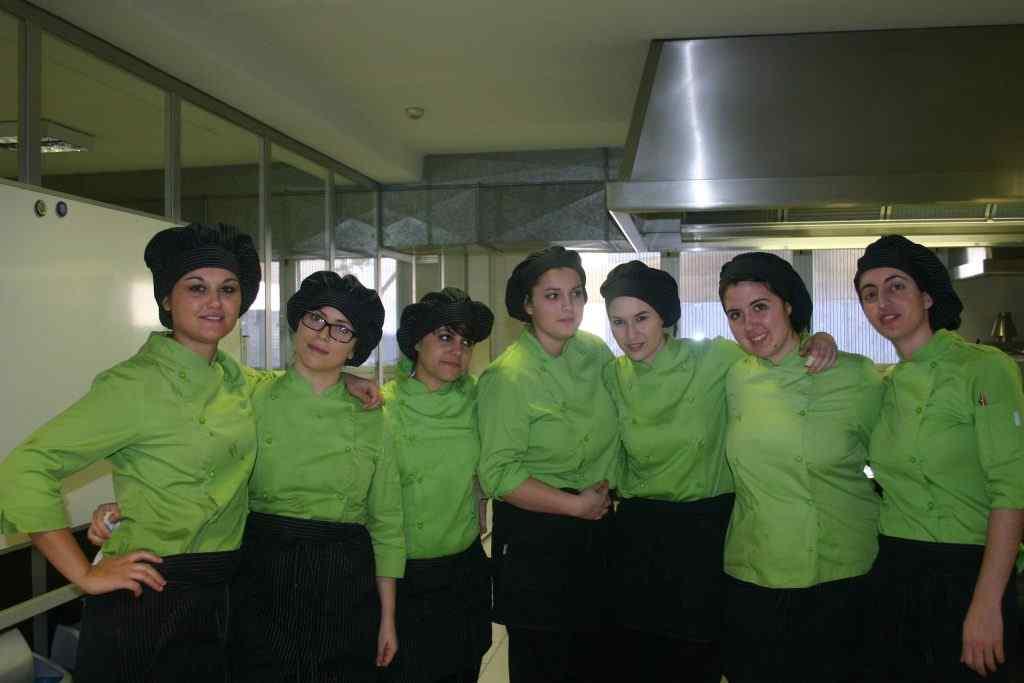 alumnas del concurso de pinchos en alcazarén