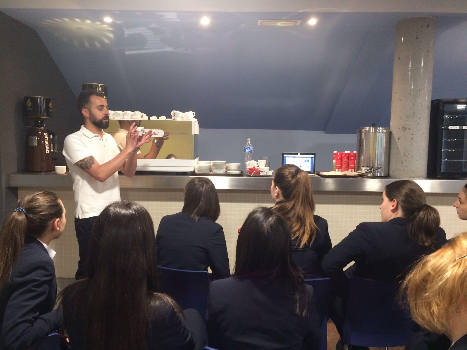 Acuerdo de colaboración entre Café Candelas y la Escuela Alcazarén