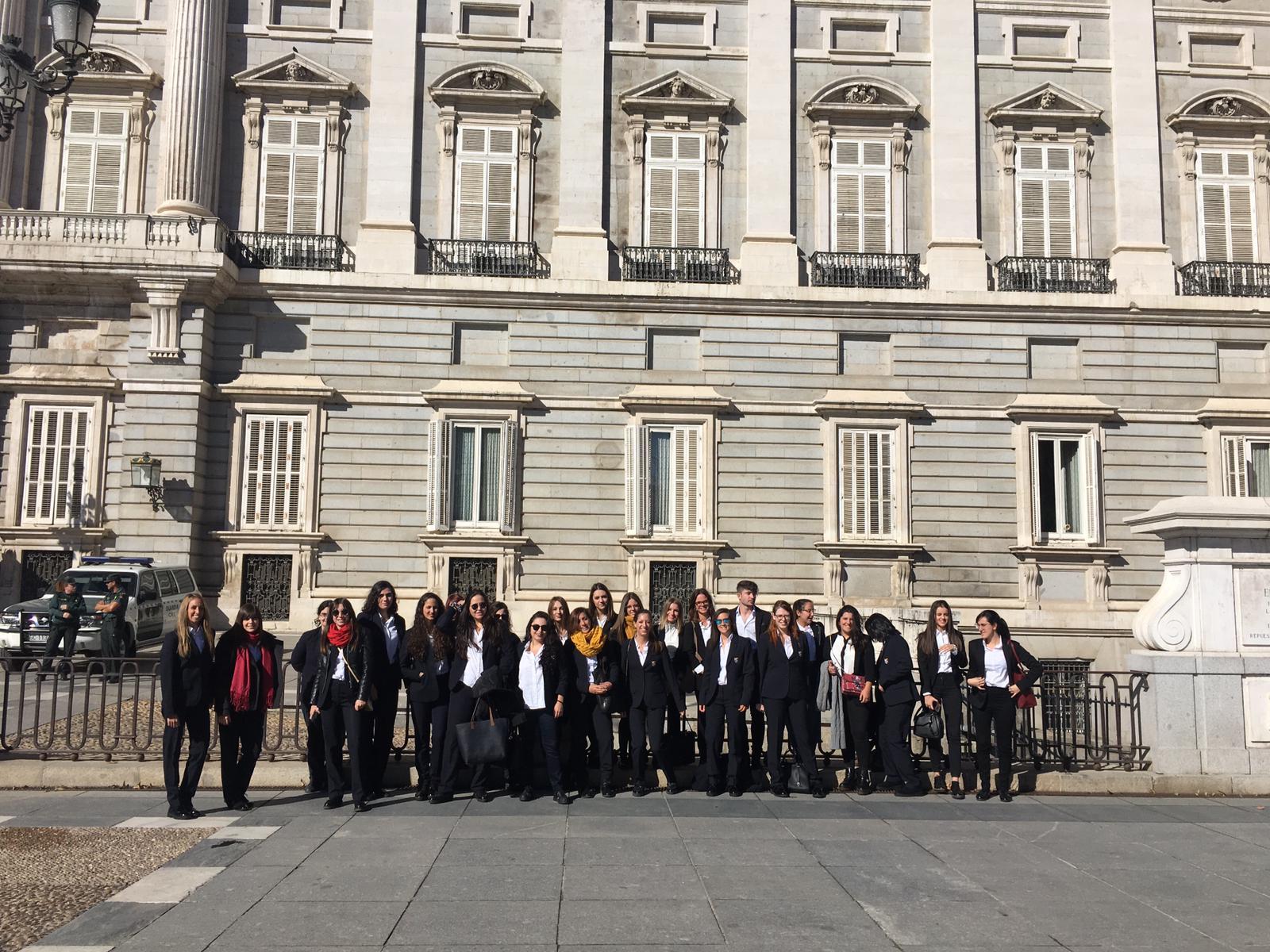 Alumnas de Gestión de Alojamientos Turísticos en el Palacio Real