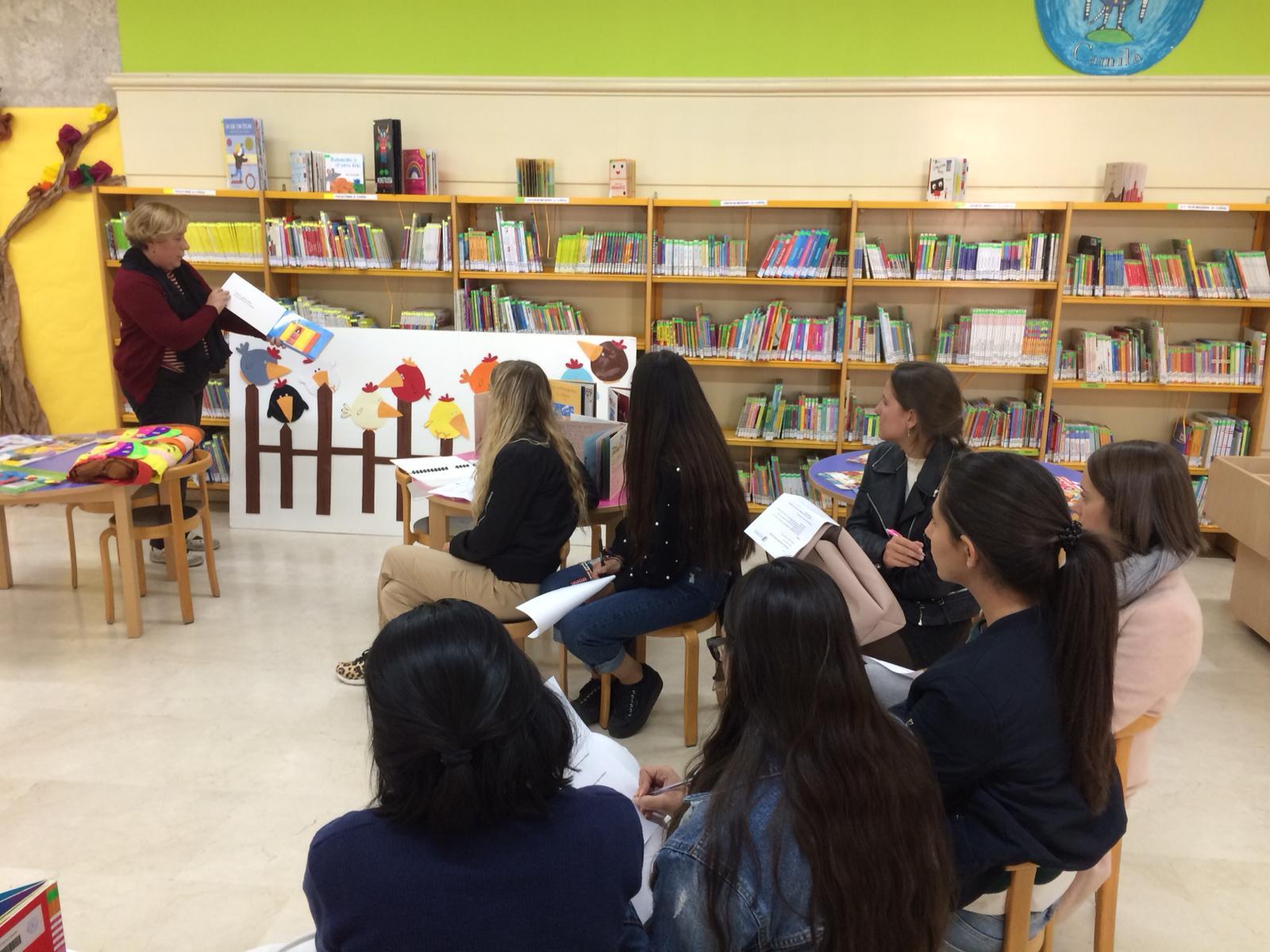 Visita del  Grado Superior de Técnico en Educación Infantil a la Biblioteca Municipal