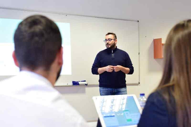 Sesión de formación en email marketing con la Agencia Vitalinnova