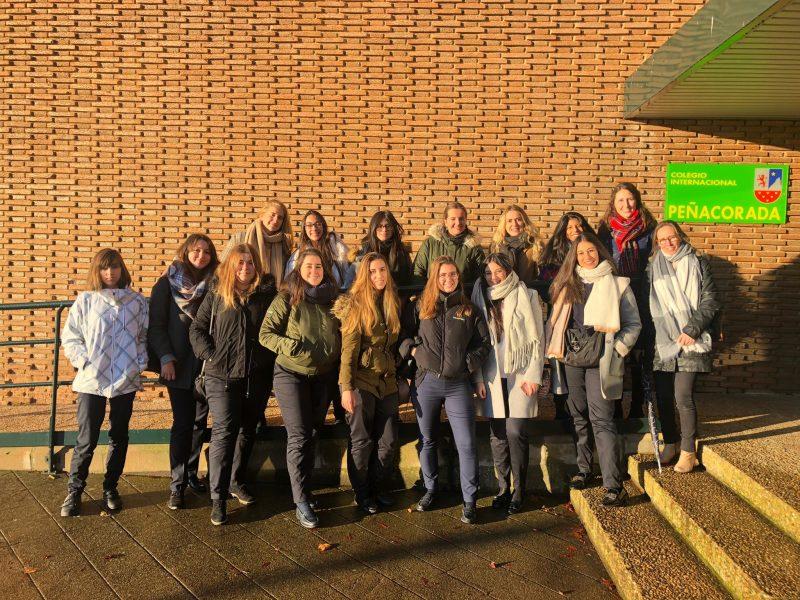 Profundizando en el método Montessori en la visita al Colegio Internacional Peñacorada